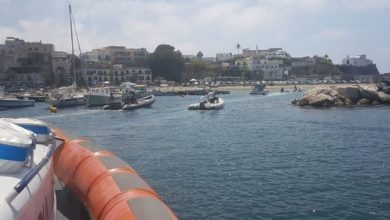 Photo of LA GRANDE PAURA Barca semiaffondata, salvati in cinque: a bordo anche una bambina di due anni