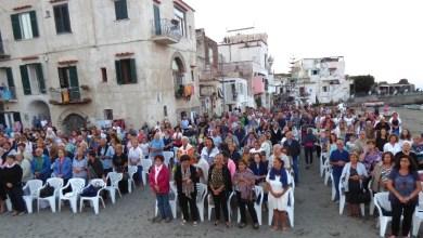 Photo of La festa con musica e  fuochi continua, si  sposta alla mandra  Oggi la bambenella in processione, domani l'attacco  saraceno