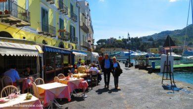 Photo of I pionieri della riva destra del porto di Ischia con i loro locali alla moda