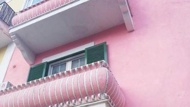 Photo of IL CASO La casa rosa presa di mira dai satirici del web