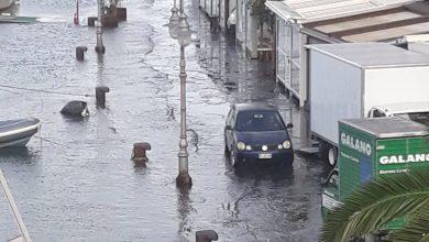 Photo of Riva Destra allagata, la rabbia dei commercianti: «Chiudiamo per ferie forzate»