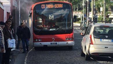 Photo of LA FOTONOTIZIA Fumo e fiamme, ancora un bus Eav in panne