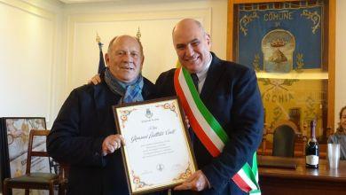 Photo of Al Comune d'Ischia le pergamene ai pensionati in occasione del Natale
