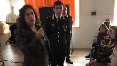Photo of Carabinieri in classe contro il bullismo sul web
