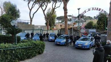 Photo of Saluto e sirene, la Polizia rende omaggio ai sanitari del Rizzoli