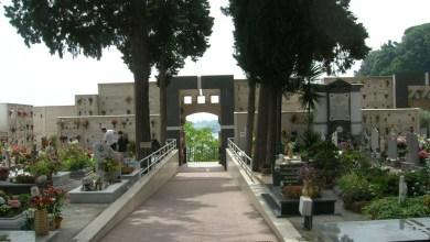 Photo of LA CURIOSITA' Folla anche al cimitero, e  il sindaco lo chiude
