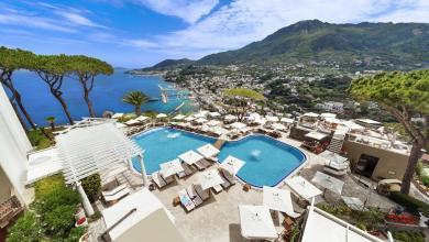 Photo of Vacanza nel lusso per gli eroi del Covid, presente anche l'isola