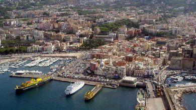 """Photo of Tassare i turisti, dall'isola """"vade retro"""" alla proposta puteolana"""