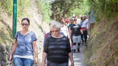 """Photo of Illustri """"camminatori turistici"""" del passato lungo i viottoli nascosti di un'isola ancora tutta da esplorare"""