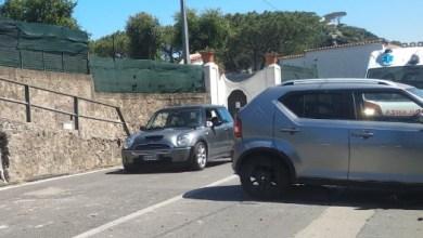 Photo of LA FOTONOTIZIA Auto contro un muro, paura a Cavallaro