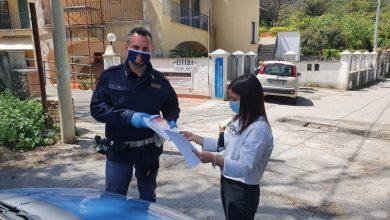 Photo of L'INIZIATIVA Istituto C. Mennella, la polizia consegna i pc i agli studenti