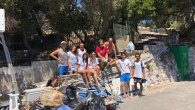 Photo of I volontari di PlasticLess puliscono la scogliera del porto d'Ischia