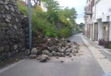Photo of Muro sulla strada a via Quercia, strada transennata