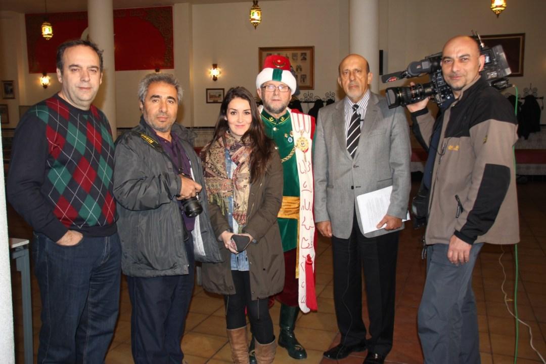 C:\Users\ILHAN\Desktop\TEMMUZ BULTENINE GIRECEKLER\Sax-ilhan Karacay TRT ekibi ve Baskan Tito ile.JPG