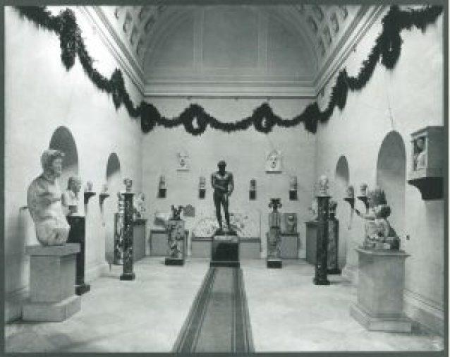 Efes'ten gelen buluntuların 1901 yılından itibaren Viyana Volksgarten'daki Theseus Tapınağı'nda sergilenmesi