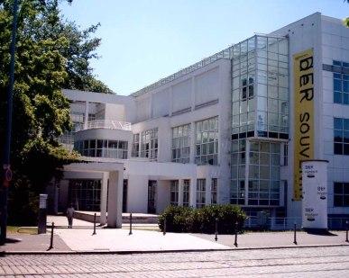 Frankfurt Museum für Kunsthandwerk Building - e-architect