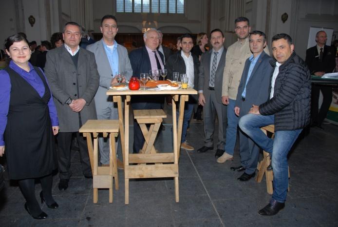 Turk girirsimcilerden kiliseye yardim (2)