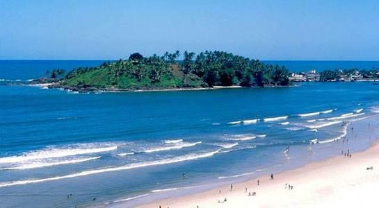 Praia da Avenida com vista para o Morro de Pernambuco