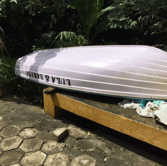 Canoa no sítio de Atibaia com o nome de Lula e Marisa