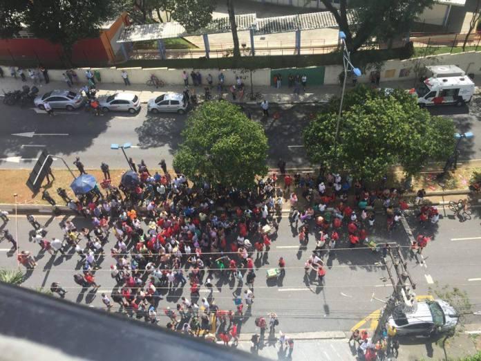 Mortadelantes em frente ao prédio de Lula, hoje