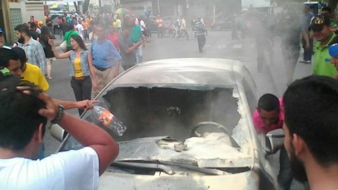 Carro incendiado de deputado venezuelano