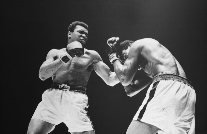 muhammad ali fighting in the ring