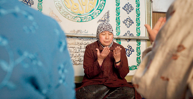 Female imam leads prayer in China. Photo: <a href=