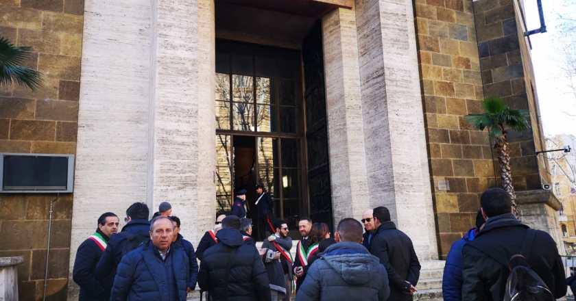 Blutec, sindaci e sindacati protestano davanti al Mise