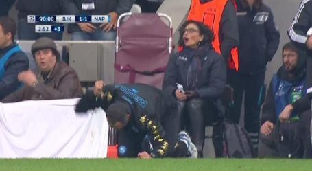 La reazione di Sarri alla palla del goal vittoria sprecata da Mertens allo scadere