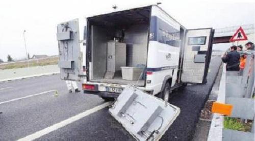 Castellammare, banditi assaltano portavalori ferite due guardie giurate