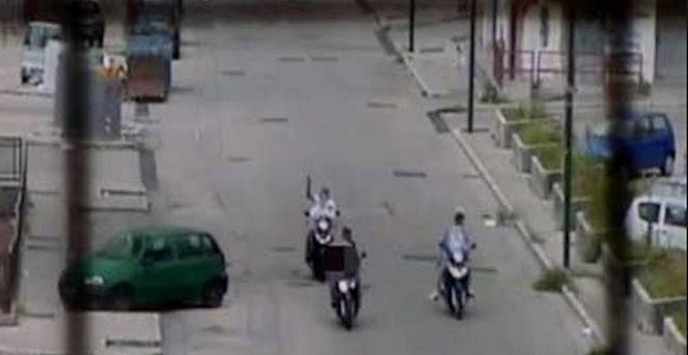 Risultati immagini per foto delle stese nelle strade di napoli