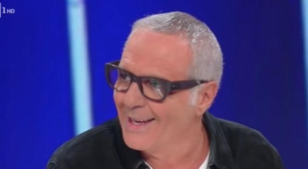 """Such and which show, embarrassment live. Carlo Conti freezes Giorgio Panariello: """"Where were you so far?"""" (Rai frame)"""