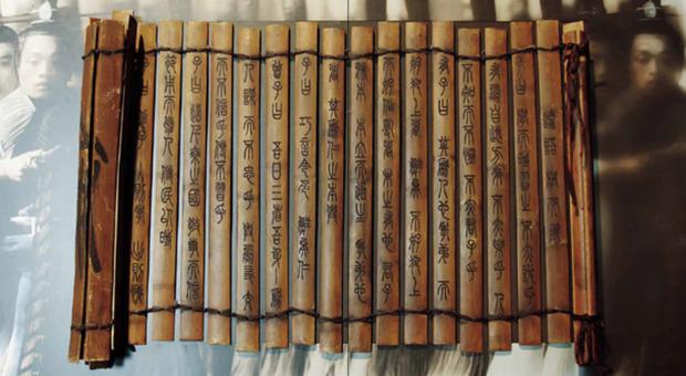 Il soldato innamorato di 2000 anni fa, spunta in Cina un coperchio in legno dell'epoca Han