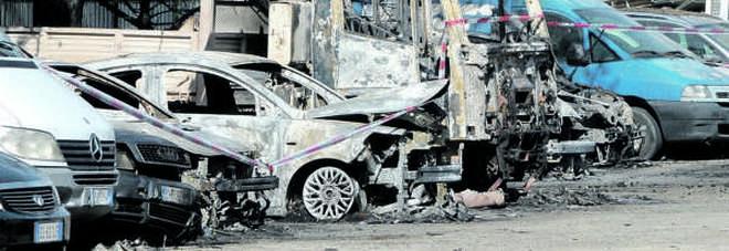 Image result for Fuoco al deposito giudiziario di auto Quaranta vetture distrutte