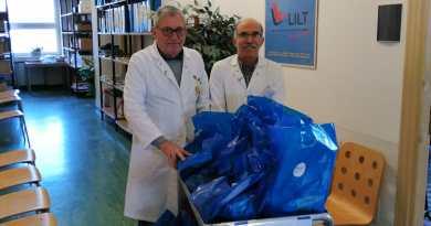 Solidarietà, doni Lilt ai degenti dell'istituto Pascale