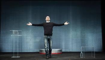 """Sabato e domenica """"Segnale d'allarme"""" di Elio Germano: al Tram uno dei primi esperimenti di teatro in realtà virtuale"""