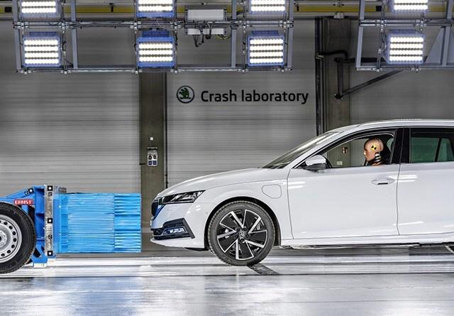 Crash test all'avanguardia nel laboratorio ŠKODA