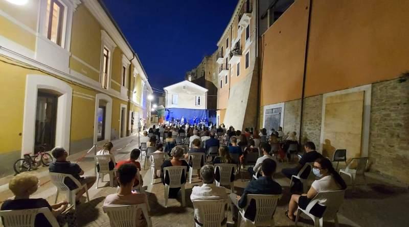 """Miglianico, si candida a """"città della poesia"""": dalla dedica di Rondoni alle premiazioni del concorso PoetaMi"""