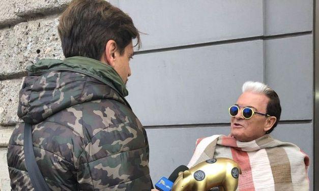 """Cristiano Malgioglio riceve il tapiro d'Oro, """"Sono una regina"""""""