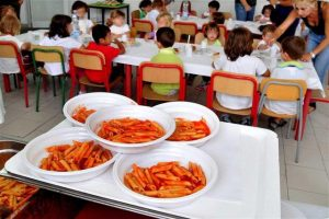Uboldo: non pagano la mensa dei figli? Niente pasto alla refezione