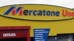 Mercatone Uno, clienti infuriati davanti ai magazzini anche a Cesano Maderno e Legnano