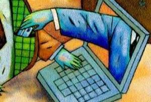Gli rubano i soldi della postepay, atessano vittima di frode informatica