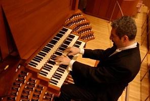 A Carunchio il concerto d'organo del maestro Mammarella