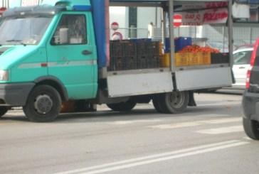Trecento chili di frutta sequestrati a un commerciante abusivo a Vasto Marina