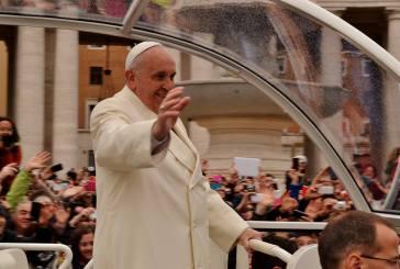 """Gli studenti del """"Mattei"""" salutati da Papa Francesco dinanzi ad oltre 50mila persone"""