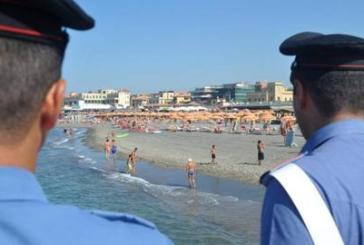 Rubano il cellulare in spiaggia, denunciati tre minorenni