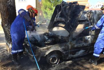 Fiorino a fuoco in zona Sant'Antonio Abate, illeso il conducente