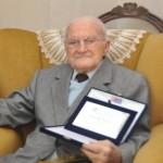 Giuseppe Bottari con la Targa ricordo del quarantennale