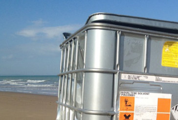 Rimosso il contenitore tossico dalla spiaggia di Termoli, ma montano le proteste