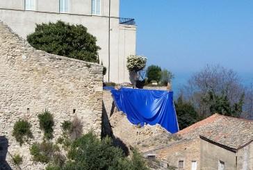 Palazzo d'Avalos, lunedì partiranno i lavori per il ripristino del muraglione crollato